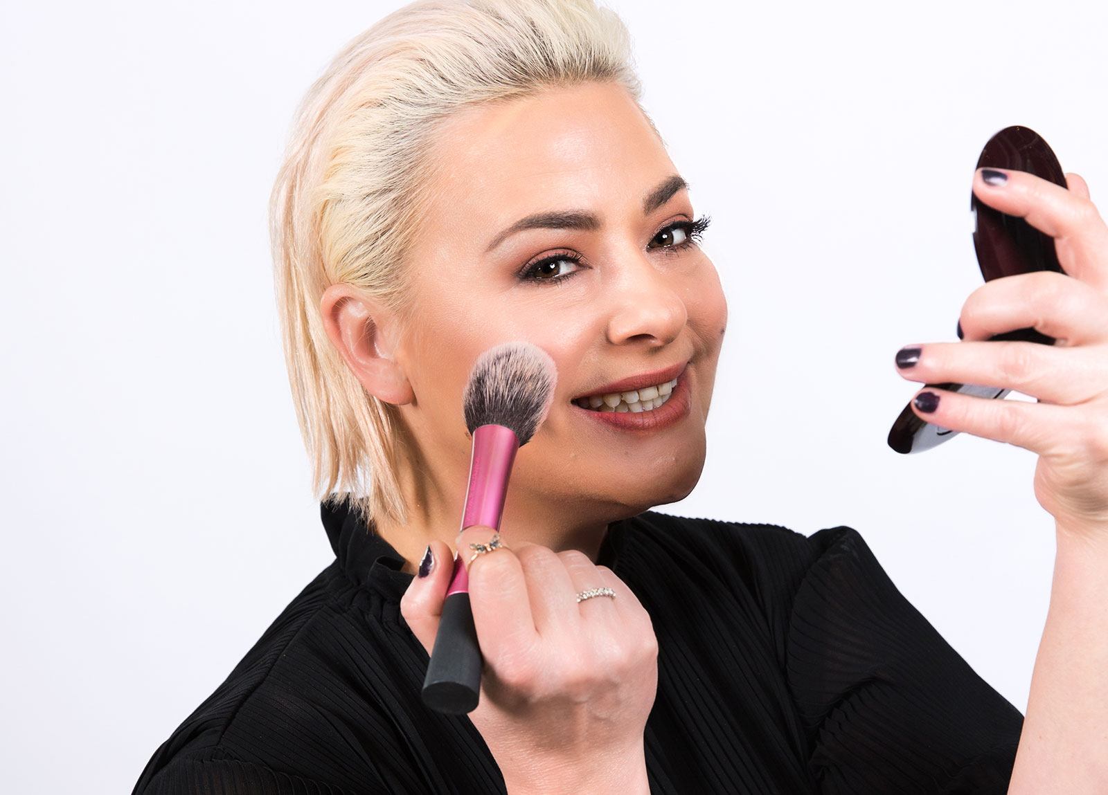 Watch: Lisa Armstrong's Makeup Tutorials (parts 1 – 3) NOW!